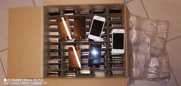 Apple Iphone 4 / 4s von 8 bis 64gb + Neues Ladekabel ...